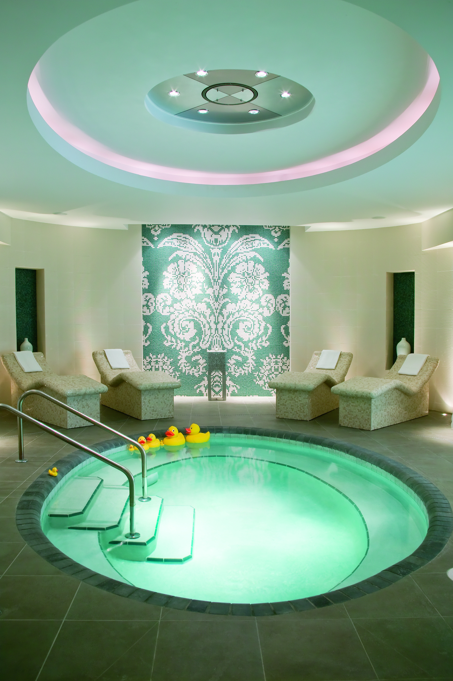 Spa Bath Lounge